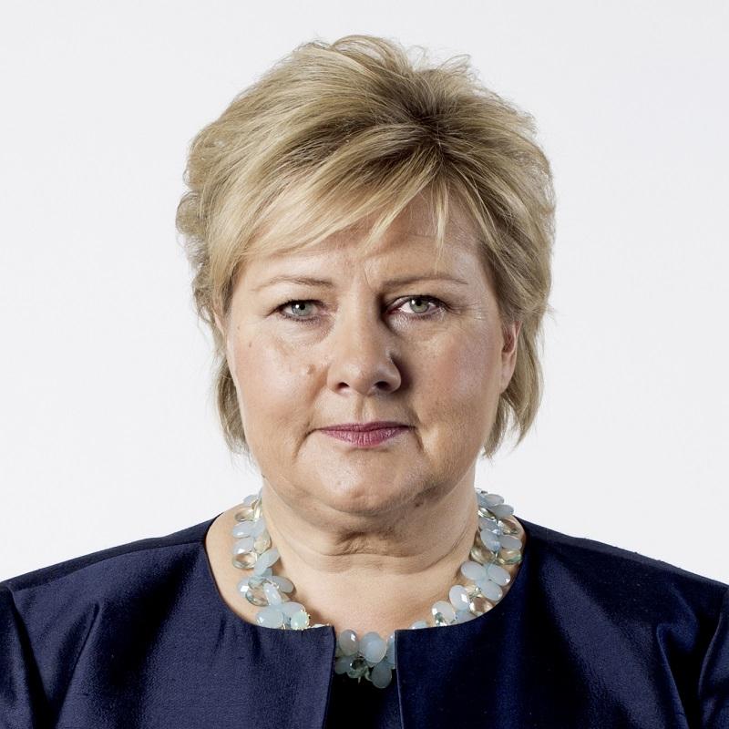 Statsminister Erna Solberg sier til Røverradioen at regjeringen prioriterer tilbakeføringsarbeidet. Foto: Thomas Haugersveen/Statsministerens kontor